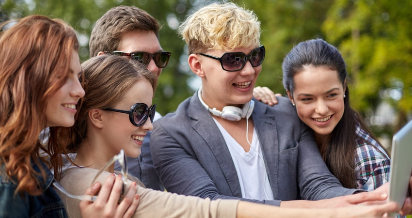 a-GTI-Schools_Teenagers_Sunglasses_Selfie