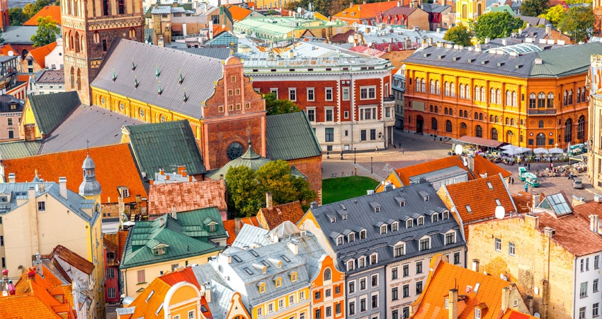 a-Latvia-colourful-buildings