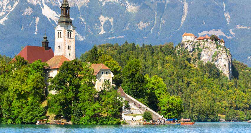 a-gti_walking-slovenia-Bled