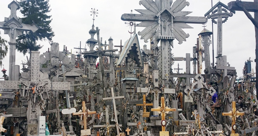 c-GTI-hill-of-crosses