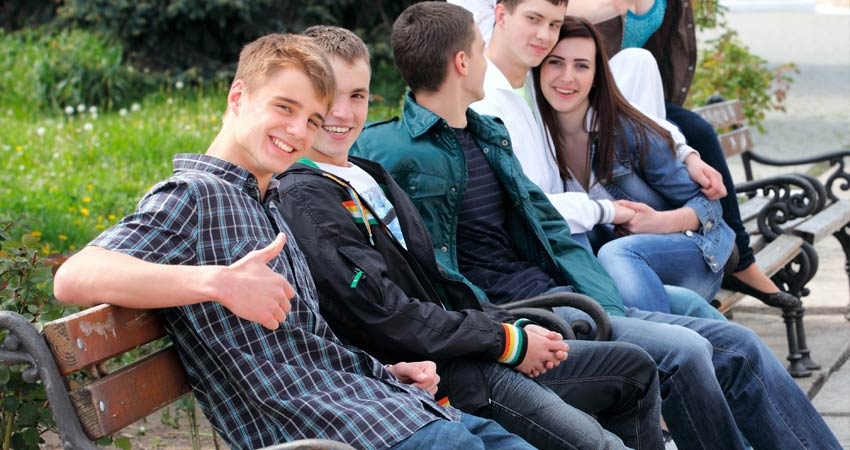 e-GTI-School-Image-Teenagers