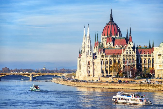 Hungary_Budapest_Parliament_Building_on_River_203853217